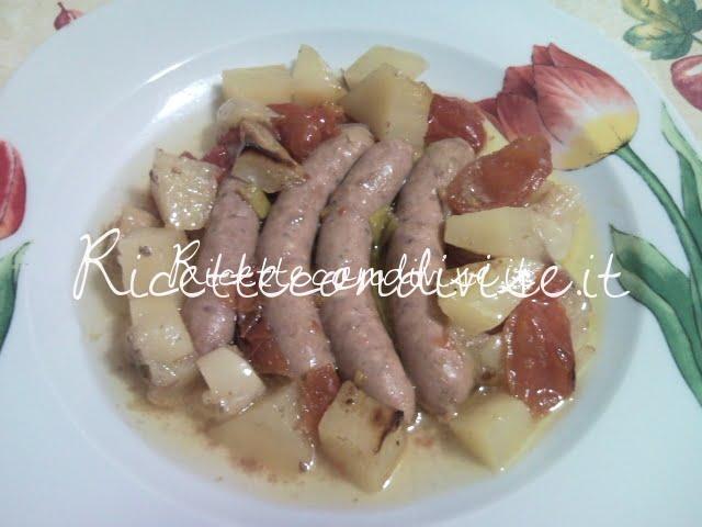 Ricetta salsiccia con patate e pomodorini