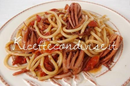 Bucatini-con-ciuffetti-di-calamaro-450x299
