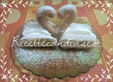 Ricetta Cigni innamorati di pasta choux, panna montata e crema pasticcera di Teresa Mastandrea