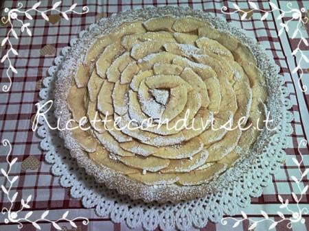 Crostata-mele-e-crema-pasticcera-di-Teresa-Mastandrea-450x337