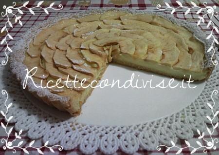 Particolare-crostata-di-mele-e-crema-pasticcera-di-Teresa-Mastandrea-450x318