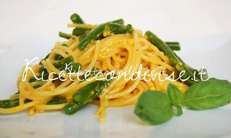 Primo piano Spaghetti alla carbonara di fagiolini