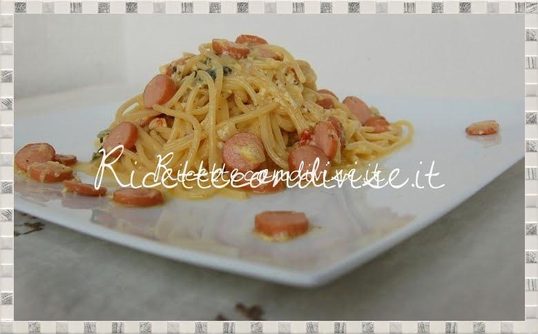 Primo piano spaghetti alla carbonara di wurstel di Daniela