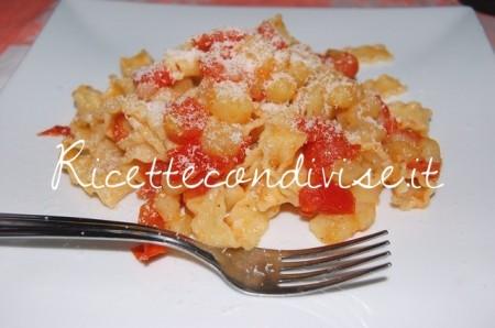 Reginette-con-patate-e-pomodorini-con-formaggio-di-Daniela-450x298
