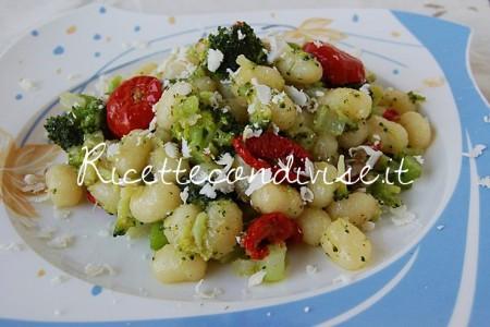 Chicche-di-patata-con-broccoli-ciliegini-semisecchi-e-ricotta-salata-di-Dany-Ideericette-450x300