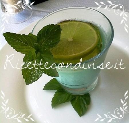Panna-cotta-al-blue-curacao-e-limone-profumata-alla-menta-di-Matteo-Ghigino-450x432
