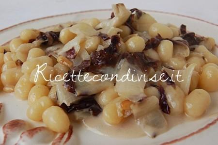 Primo-piano-chicche-di-patata-con-radicchio-trevigiano-pinoli-e-gorgonzola-di-Dany-Ideericette-450x299