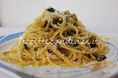 Spaghetti-vegetariani-alla-carbonara-di-verza-con-formaggio-di-Dany-Ideericette-450x299