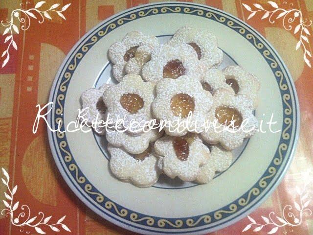 Biscotti Fiorellini con marmellata di Teresa Mastandrea