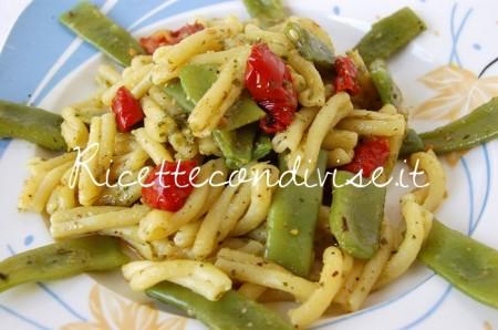 Ricetta Casarecce con taccole, pesto e ciliegino semisecco Agromonte di Dany – Ideericette