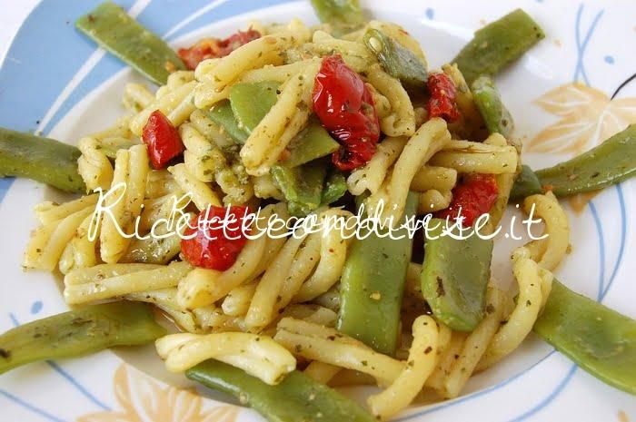 Casarecce con taccole, pesto e ciliegini semisecchi Agromonte di Dany - Ideericette