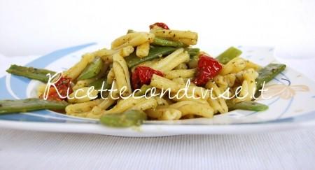 Casarecce-con-taccole-pesto-e-ciliegini-semisecchi-Agromonte-di-Dany-Ideericette1-450x243