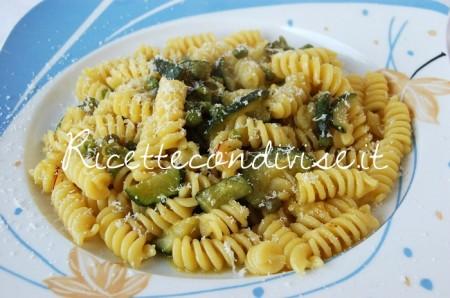 Fusilli-zucchine-piselli-e-zafferano-con-formaggio-di-Dany-Ideericette-450x298
