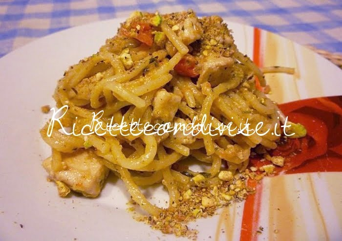 Spaghetti con pesce spada, pomodorini e purea di melanzane con granella di pistacchi di Sùsì