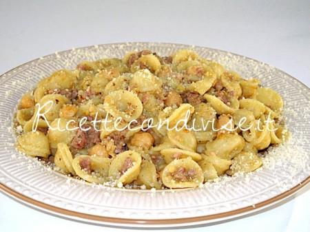 Orecchiette-con-ceci-e-salsiccia-di-Manlio-Midori-450x337