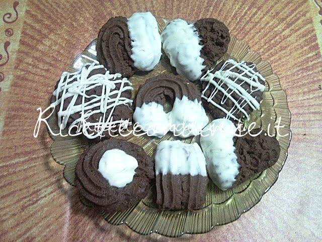 Particolare biscotti di pasta frolla montata al cacao di Teresa Mastandrea