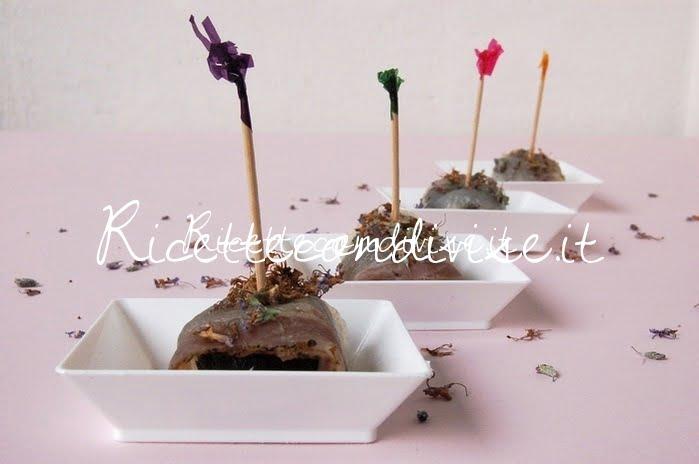 Presentazione involtini di lardo e prugne con fiori di rosmarino di Dany - Ideericette