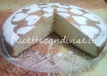 Primo-piano-Torta-allo-yogurt-di-Teresa-Mastandrea-450x322