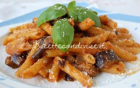 Ricetta Pennette con melanzane, pomodoro e crema di peperoncino e noci alcubo3 di Dany – Ideericette