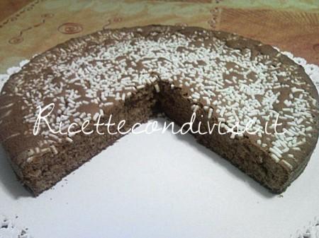 Ricetta Torta al cioccolato con granella di zucchero di Teresa Mastandrea