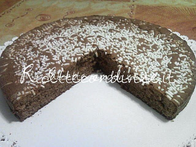 Primo piano torta al cioccolato con granella di zucchero di Teresa Mastandrea