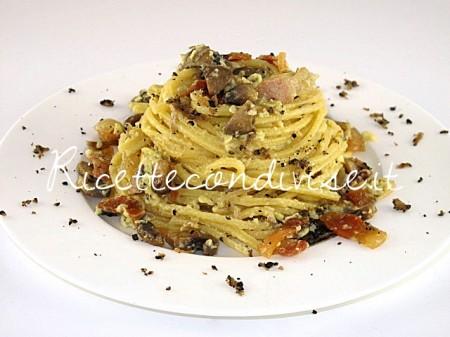 Spaghetti-alla-chitarra-con-carbonara-di-funghi-e-tartufo-estivo-di-Manlio-Midori-450x337