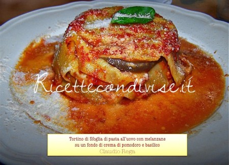 Ricetta Tortino di pasta sfoglia con melanzane al sugo di basilico di Claudio Rega