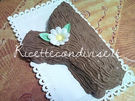 Ricetta Tronchetto con crema pasticcera e panna di Teresa Mastandrea
