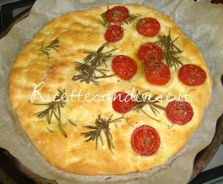 Ricetta Focaccia pomodorini e rosmarino di Barbara Casini