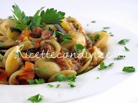 Particolare-orecchiette-con-melanzane-salsiccia-e-pomodorini-di-Manlio-Midori-450x336