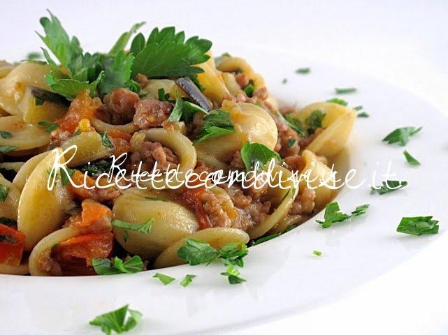 Particolare orecchiette con melanzane, salsiccia e pomodorini di Manlio Midori