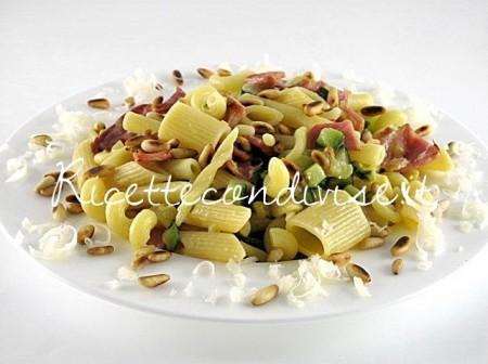 Pasta-mista-con-zucchine-lonzino-e-pinoli-di-Manlio-Midori-450x336