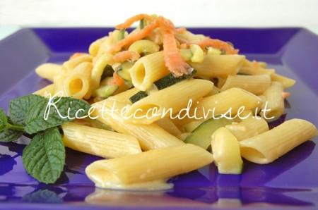 Ricetta Mezze penne con zucchine, salmone affumicato e crema di salmone di Dany – Ideericette