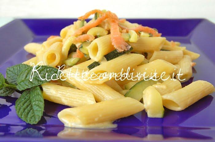 Primo piano Mezze penne con zucchine, salmone affumicato e crema di salmone di Dany - Ideericette