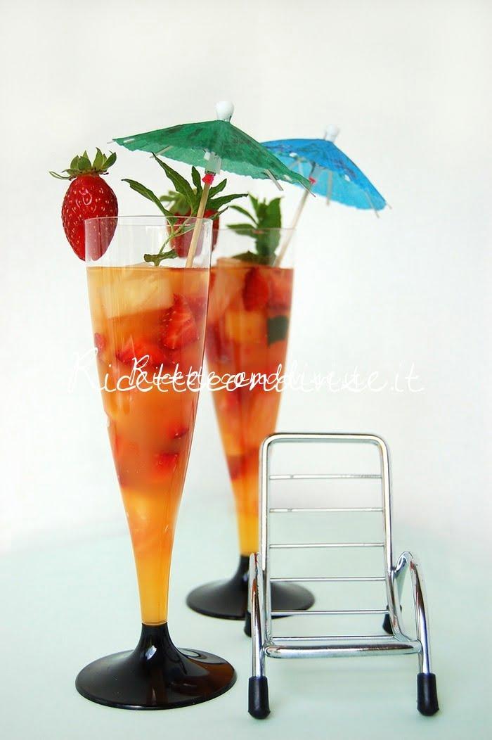 Primo piano macedonia mangia e bevi con frutta tropicale di Dany - Ideericette