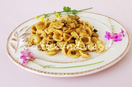 Orecchiette-broccoli-e-pesto-di-basilico-e-pomodorini-di-Dany-Ideericette-450x298