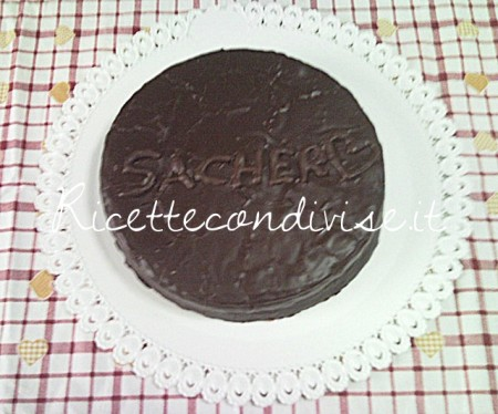 Torta-Sacher-di-Teresa-Mastandrea-450x374