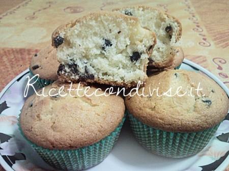 Particolare-muffin-soffici-con-gocce-di-cioccolato-di-Teresa-Mastandrea-450x337