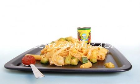 Primo-piano-pasta-mista-con-cavolfiore-zucchine-e-harissa-di-Dany-Ideericette-450x271