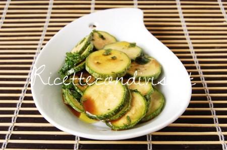 Primo-piano-zucchine-crude-marinate-con-aceto-balsamico-di-Dany-Ideericette-450x297