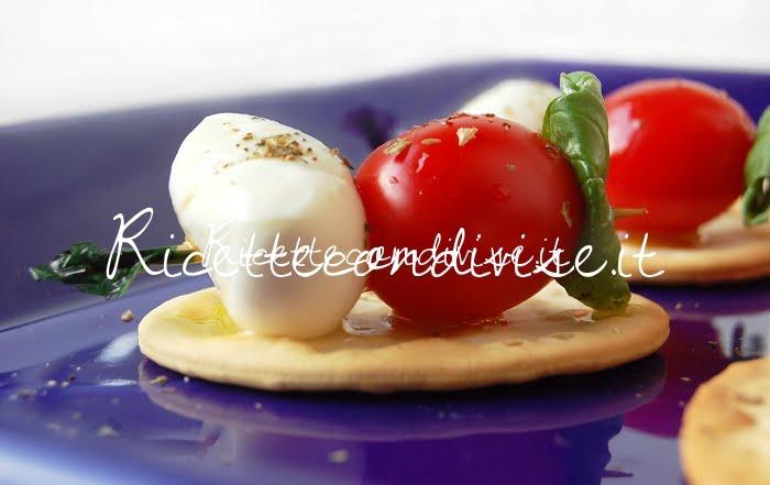 Particolare Fior di Crackers con mini spiedini pomodorini e mozzarelline di Dany - Ideericette