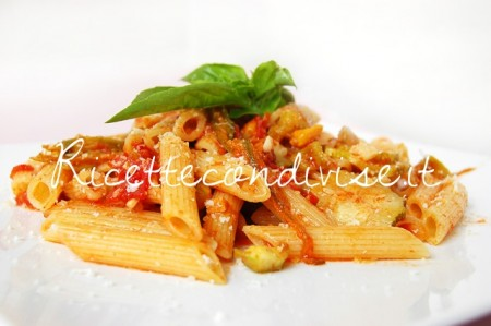 Penne-con-zucchine-harissa-pomodoro-e-fiori-di-zucca-di-Dany-Ideericette-450x299
