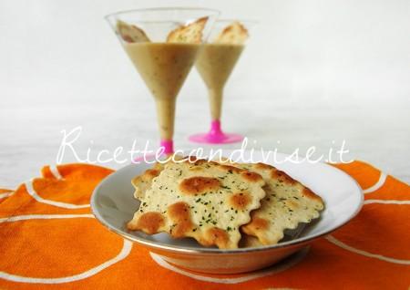 Primo-piano-crema-di-cetrioli-e-pasta-di-granchio-con-sfoglie-croccanti-al-forno-di-Dany-Ideericette-450x318