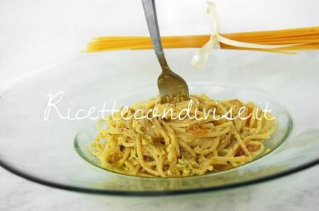 Primo-piano-spaghetti-alla-carbonara-con-crema-di-asparagi-Agromonte-di-Dany-Ideericette-450x298