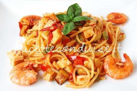 Particolare-Spaghetti-con-gamberi-surimi-di-aragosta-zucchine-e-pomodorini-di-Dany-Ideericette-450x299