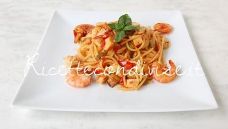 Spaghetti-con-gamberi-surimi-di-aragosta-zucchine-e-pomodorini-di-Dany-Ideericette-450x255