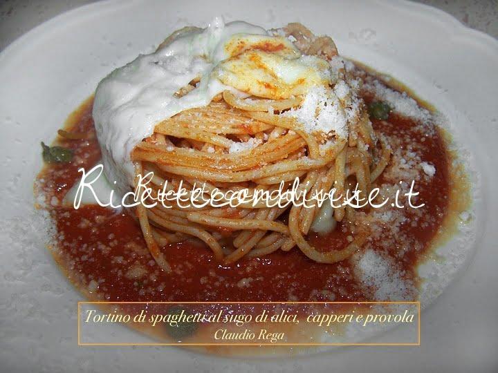 Tortino di spaghetti croccanti al sugo di  alici capperi e provola di Claudio Rega