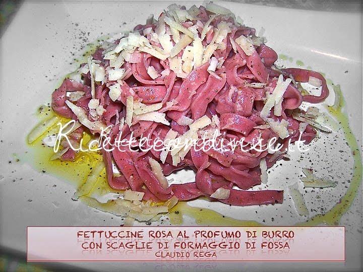 Fettuccine rosa al sapore di burro con scaglie di formaggio di fossa di Claudio Rega
