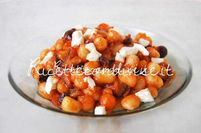 Primo piano gnocchetti con melanzane, olive pomodoro e mozzarella di Giovanna