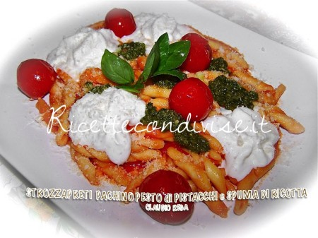 Strozzapreti-con-pachino-pesto-di-pistacchi-e-spuma-di-ricotta-di-Claudio-Rega-450x337